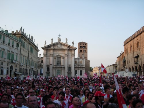 Mantova : Tifosi in Piazza Sordello per i Play OFF